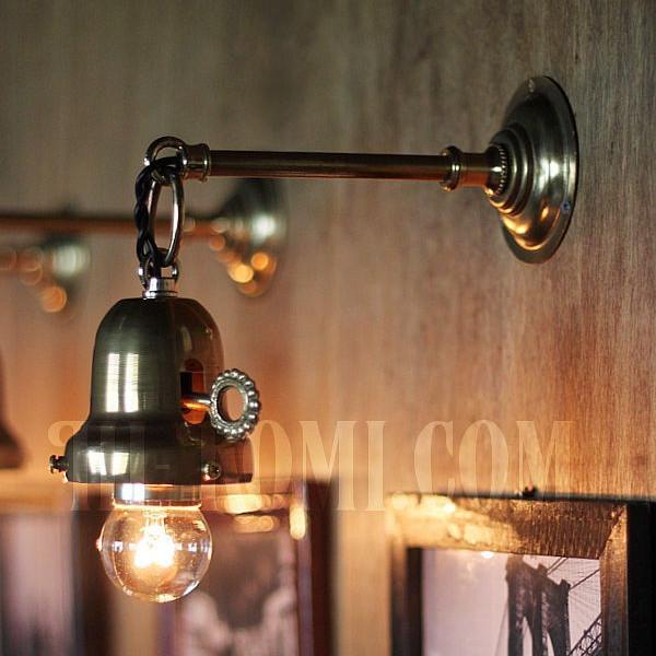 画像1: 工業系鍵&チェーン付ベル型シェードホルダー真鍮ブラケットI (1)