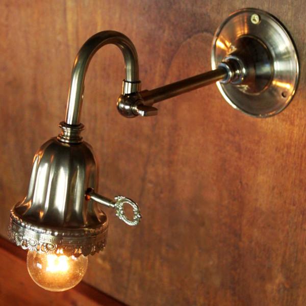 画像1: 鍵スイッチ付き真鍮レースのベル型カップブラケットランプB (1)