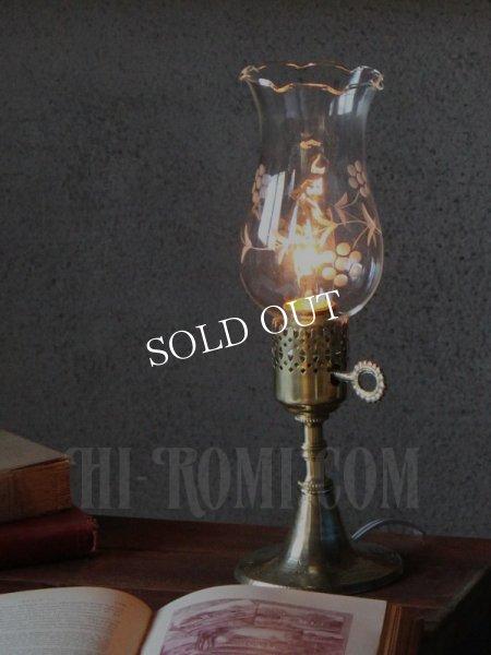 画像1: ヴィンテージホブネイル真鍮製鍵スイッチ付きガラス製フリルチムニーのテーブルランプ/アンティークハリケーンライト真鍮照明 (1)