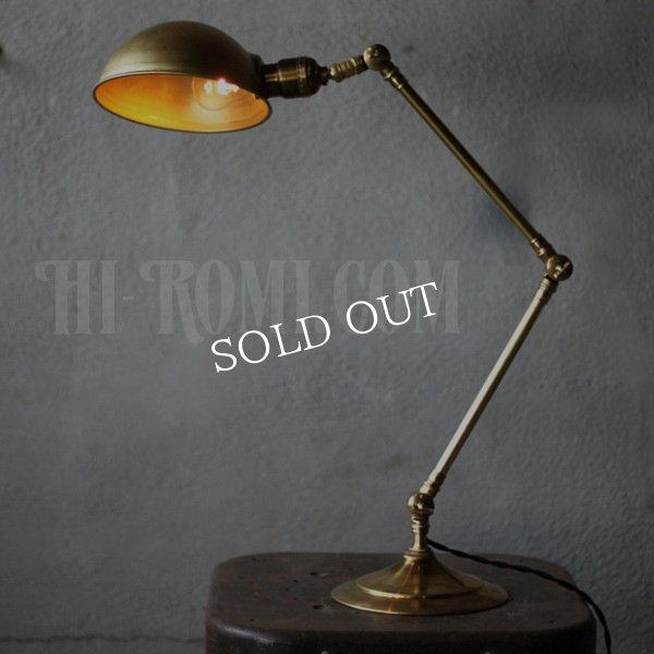 画像1: 工業系真鍮テーブルライト|ラウンドシェード&角度調整卓上照明 (1)