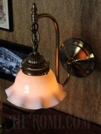 画像3: コロニアルミルクガラス製フリルシェード付真鍮ブラケットA/ヴィクトリアンウォールランプ/壁掛け照明/乳白