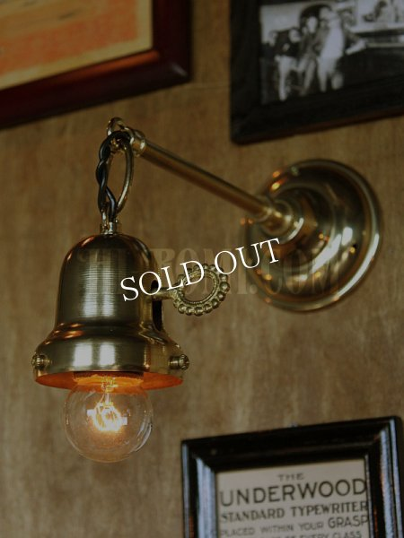 画像1: 工業系鍵&チェーン付ベル型シェードホルダー真鍮ブラケットA/ヴィクトリアンウォールランプ/壁掛け照明/インダストリアル (1)