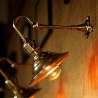 画像1: LEVITON社製パドルスイッチソケット&角度調整付ミニシェード真鍮製ブラケット/工業系壁面照明ウォールランプライト