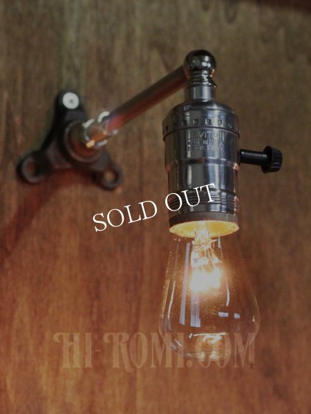 画像1: USAヴィンテージLEVITON社アルミ製ターン式ソケット付工業系ミニブラケットランプA/インダストリアル照明壁掛けライト  (1)