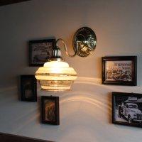 画像2: USAヴィンテージ金彩アンバーガラスシェードのブラケットライト|コロニアル壁掛け照明