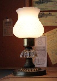 画像1: USAヴィンテージミルクガラス製卓上照明ホブネイルフリルシェード付テーブルライト|カントリーオールドアメリカンランプ