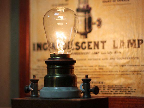 100年愛されるランプソケット