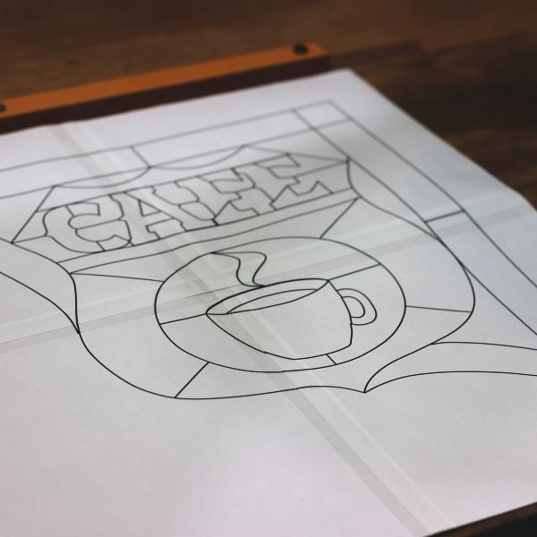 ステンドグラスのサイン看板と照明を製作中。新たなカテゴリーをスタート!
