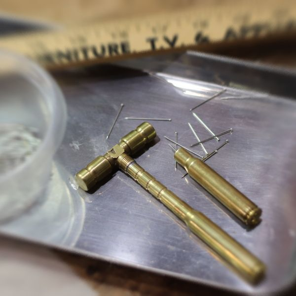 ステンドグラスの製作作業時に大活躍・・薬きょうで自作した道具達
