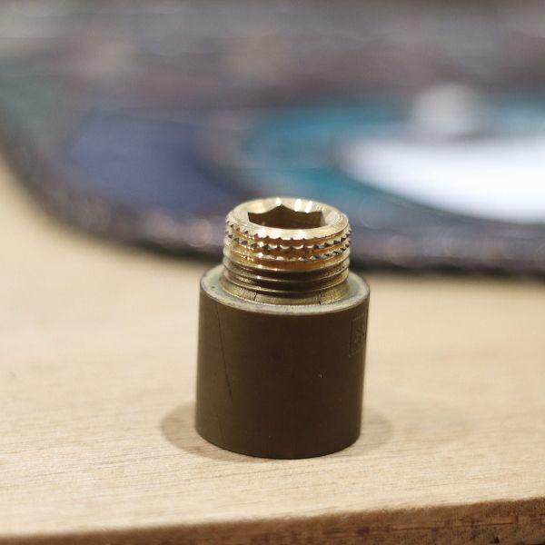 照明のパーツのひとつとして使用する  真鍮の繋ぎパーツ。