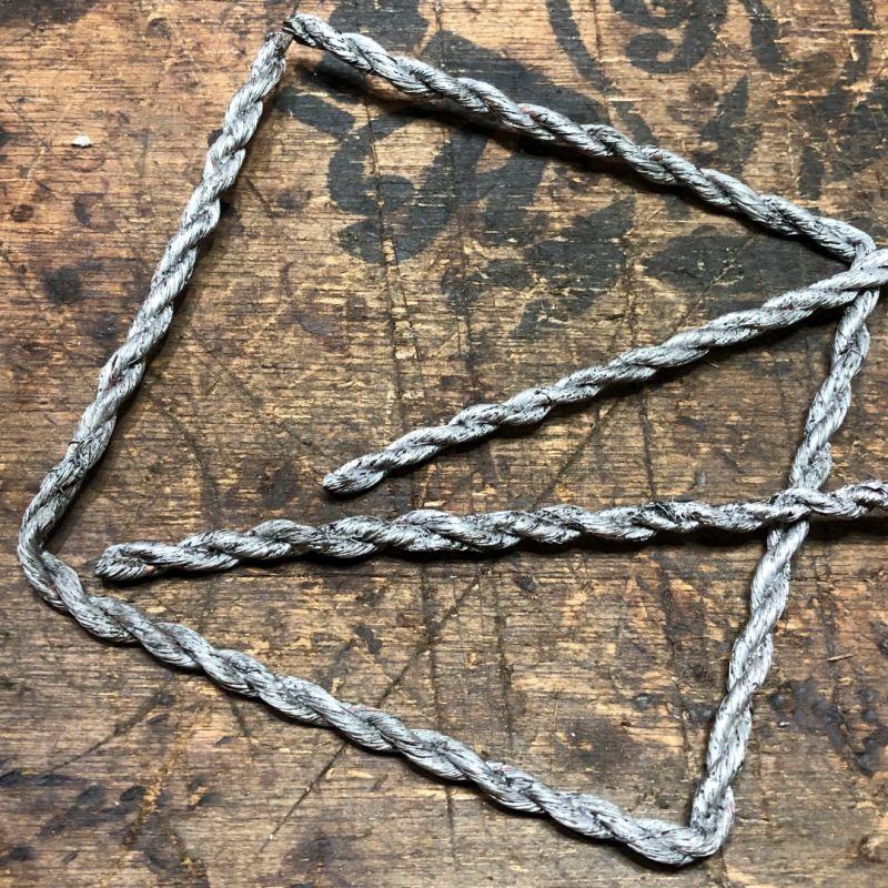 テンドグラスのペンダントライト用シェードに飾るコッパーのロープを製作